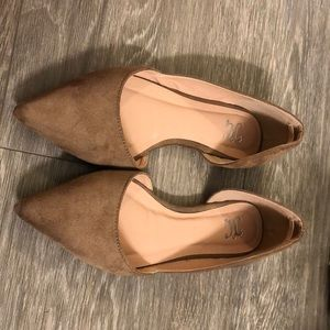 Journee Collection tan flats